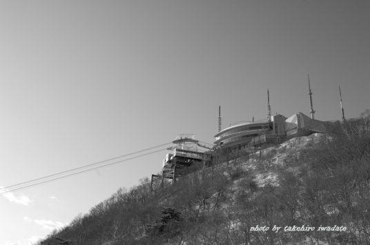 山頂展望台モノクロ